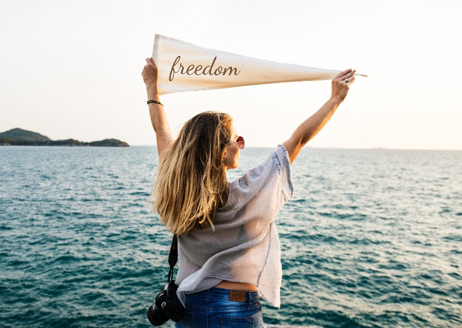 frau fahne freiheit